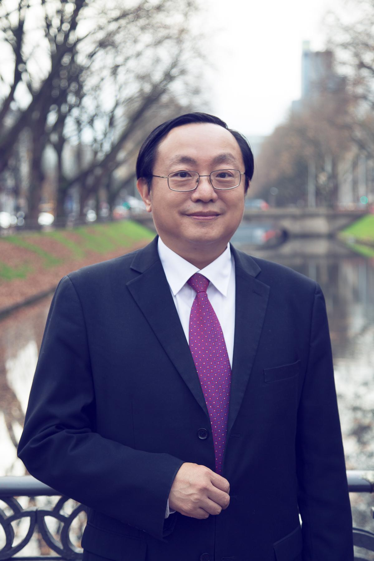 Dr. Kuang-Hua LIN - Inhaber & Geschäftsführer